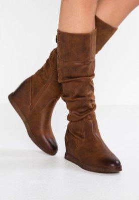 Migliori stivali con zeppa: opinioni, offerte. Scegli i migliori